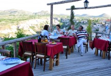repas servis sur la terrasse